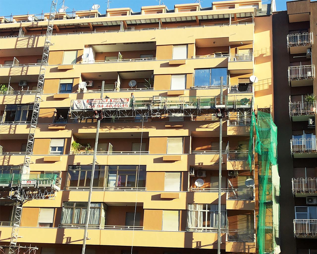 ristrutturazione della facciata di un palazzo